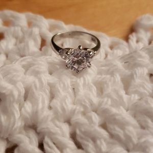 silver/ cubic zerconia size 5.5 ring